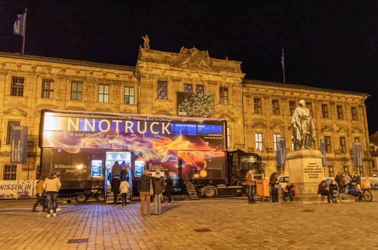 Der Innotruck begrüßte die Besucher*innen am Schloßplatz in Erlangen, Foto: Siemens-Fotogruppe - Fabiana Garske-Jou