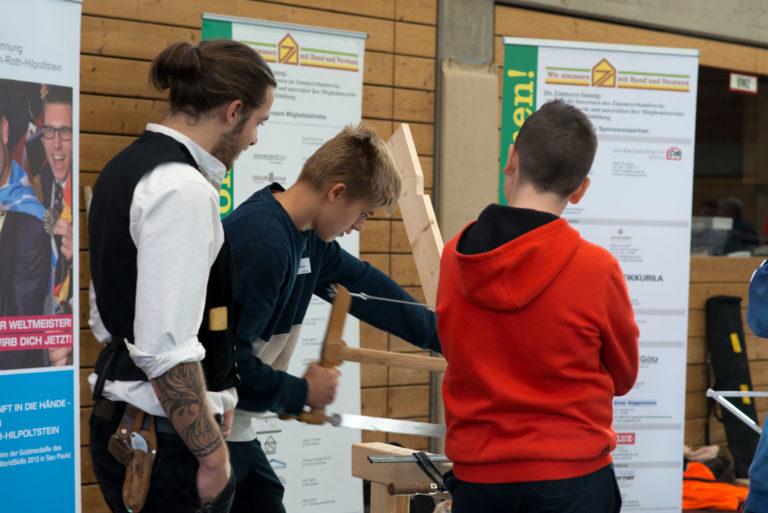 Berufsparcours 2018, Roth, Holz sägen