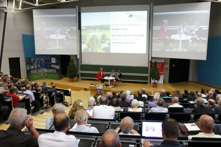 Podiumsdiskussion beim 10. Wissenschaftstag in Bayreuth, Foto: Peter Kolb